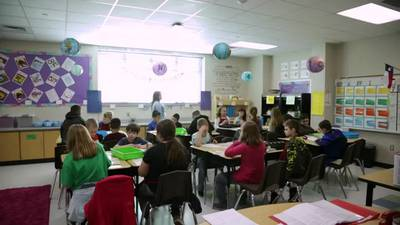 Fulton County school leaders luring more teachers in as hundreds depart
