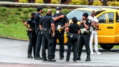 Suspects on the run after shooting Brinks security guard in attempted carjacking, police say