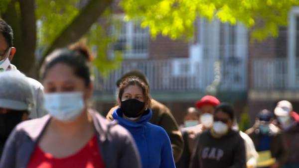 Metro doctor says families with elderly, immune-compromised people should wear masks at home