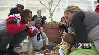 Georgia players, coaches visit patients at children's hospital in New Orleans