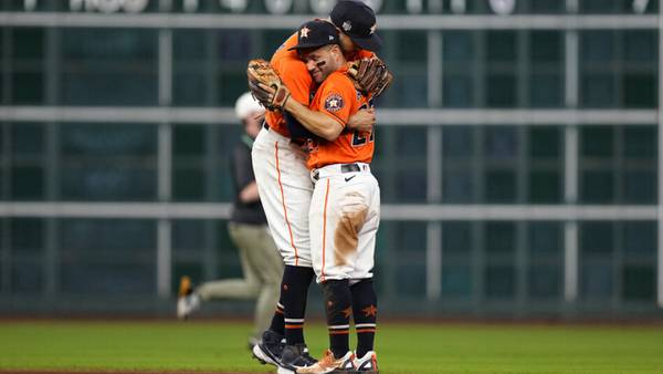 Photos: Astros beat Braves in Game 2 of World Series