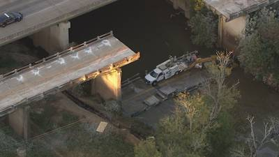 1 dead after 3 construction workers rescued from river after bridge collapse